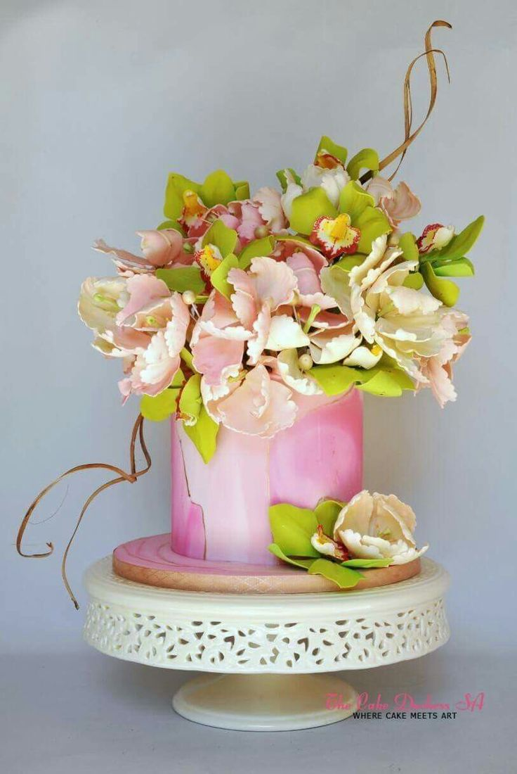 Marbled cake with flowers