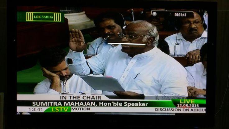 Isn't it curious that during Kharges idiotic speech, Rahul Gandhi was sleeping? @Zakka_Jacob @ibnlive