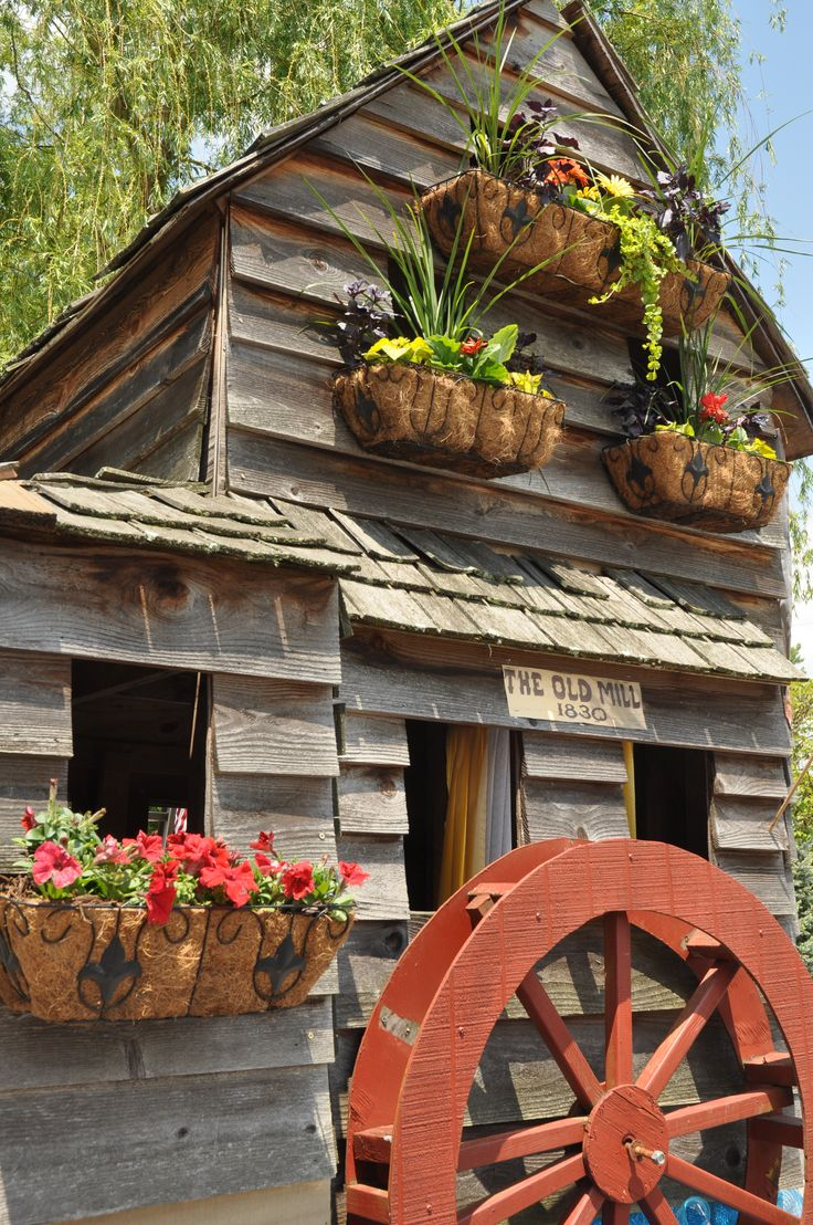 Beautiful spring flowers at the old mill district in for Mountain flower cabin pigeon forge