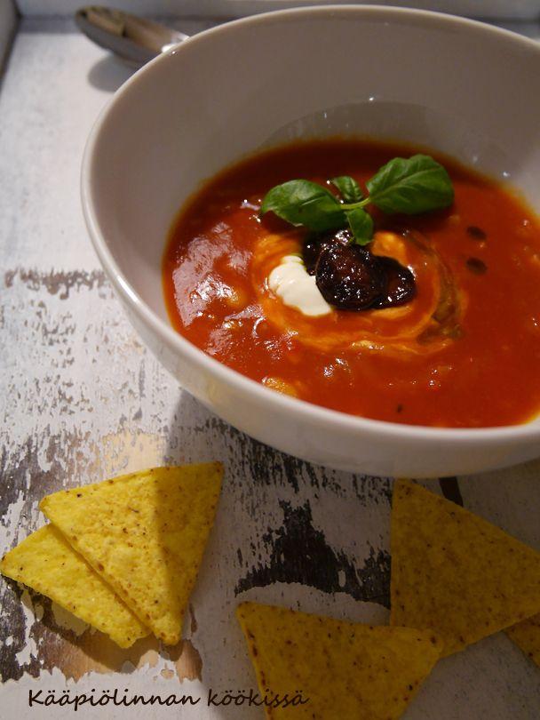 Kääpiölinnan köökissä: Lämmittävää tomaatti-papusoppaa ja hyväntekeväisyysasiaa ♥
