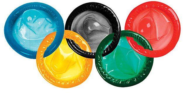 El logotipo de los Juegos Olímpicos, formado por profilácticos.