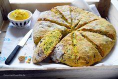 Schwuppdiwupp im Ofen und wieder raus: Kräuter-Scones mit Zitronenbutter