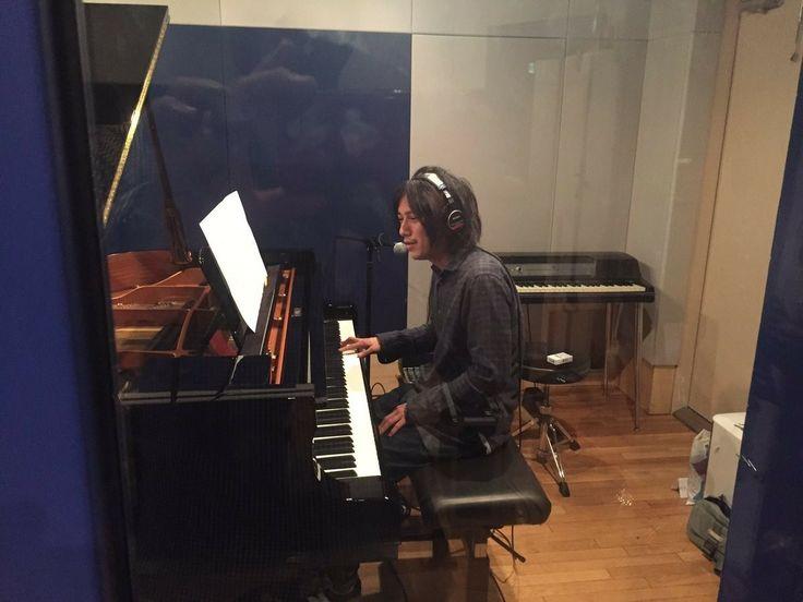 御供信弘  合間に録音だな〜。 ドラムは佐治ちゃん、 ピアノは渡辺シュンスケさんだな。