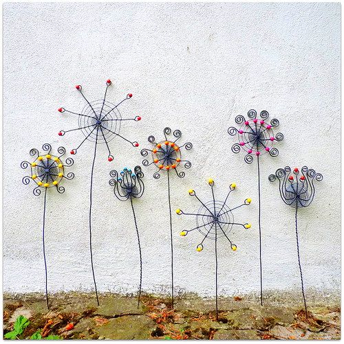 I´ll do these wire flowers & I´ll put them in a pot with moss - Kouzelná zahrada
