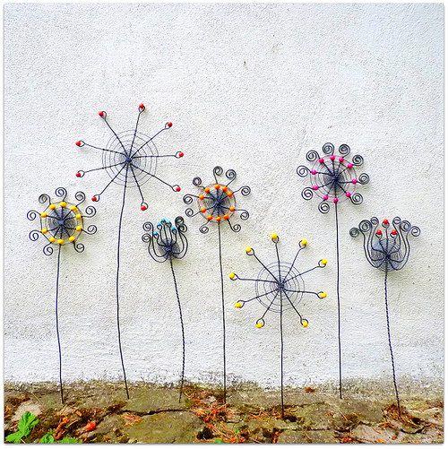 I´ll do these wire flowers & I´ll put them in a pot with moss - Kouzelná zahrada