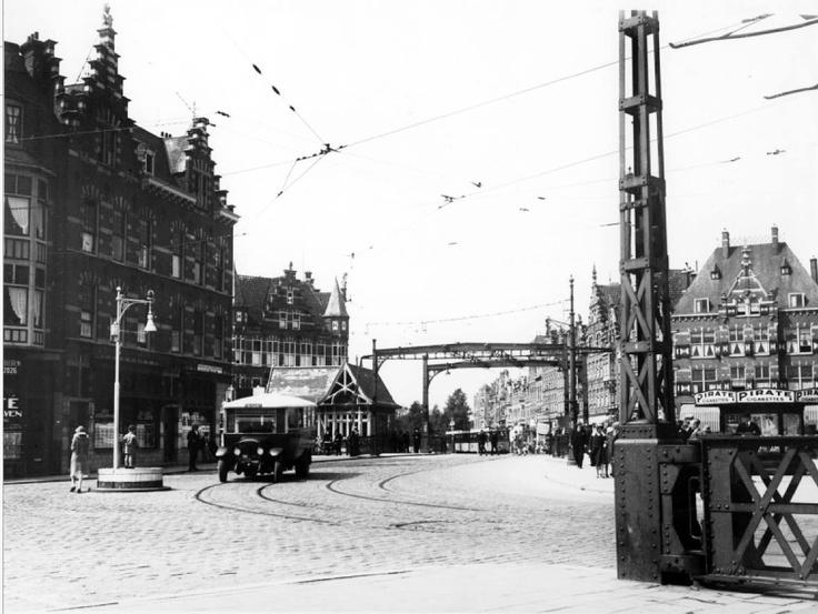 Havenstraat met rechts de Nieuwe Binnenweg. Op de achtergrond rijdt een tram op de Schiedamseweg. 1926.  Foto: Gemeentearchief Rotterdam
