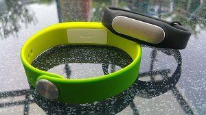 Sony Smartband SWR10 vs Xioami Mi Band - Test folgt in Kürze aus www.dein-fitnessarmband.de