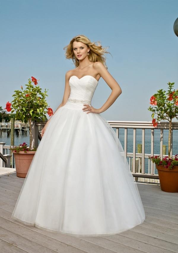 Beach Simple But Elegant Strapless Sweetheart Dazzling Sash Ball Gown Wedding Dress