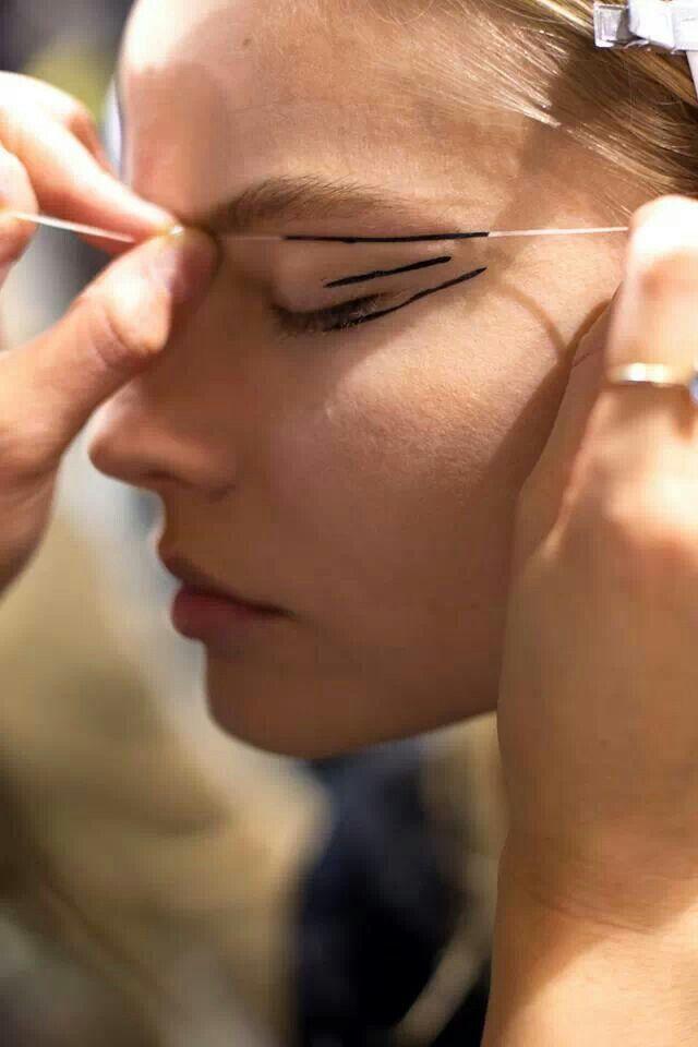 Auch noch nicht gesehen: Fadentechnik beim AMU - backstage at ANTHONY VACCARELLO- Paris Fashion Week, FW2014
