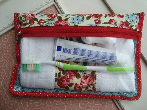Peregrinando pelo Elo7 achei essa necessaire de higiene da loja Donna Frufru que acompanha toalhinha da mesma cor da necessaire, enfim.. tudo muito lindo! Quer comprar? Acesse: http://www.elo7.com.br/necessaire-com-toalhinha/dp/35D79F
