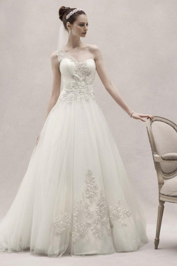 47 best Bridal Gown Designers I LOVE images on Pinterest | Short ...