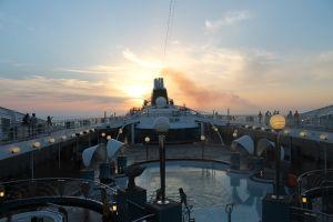 Vychutnajte si západ slnka na Stredozemnom mori.