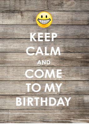 Witzige Einladung zur Geburtstagsparty in Keep-Calm-Look mit Smiley auf trendy Holz.