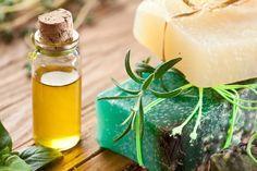 Используй это удивительное косметическое масло – чистая, сияющая и гладкая кожа тебе гарантирована! Невероятный эффект всего после 3 простых процедур. Я в восторге от результата. Молодая и сияющая кожа вам обеспечена! Для приготовления этого вам понадобится: Кокосовое масло Пшеничных зародышей масло Глицерин Мед Витамин Е капсула Любое эфирное масло Приготовление В миску добавить 3 ч.л. …