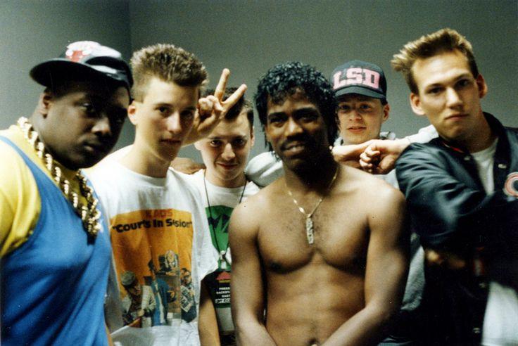 """""""Rap-Gott mit deutschen Jüngern: 1991 brachte die deutsche Hip-Hop-Kombo LSD """"Watch Out For The Third Rail"""" heraus. das Album gilt als erste deutsche Hip-Hop-Platte. Dieses Bild zeigt LSD mit Kurtis Blow und seinem DJ 1990 in Köln. An diesem Abend waren sie als Support der Rap-Legende aufgetreten."""" spiegel online"""
