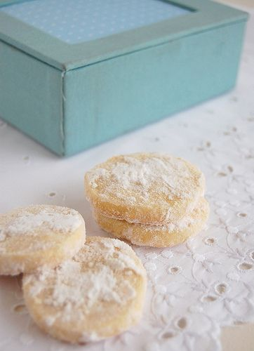 Lemon shortbread / Shortbread de limão siciliano by Patricia Scarpin, via Flickr