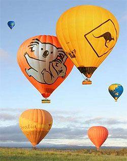 早朝の暗いうちから飛び始める熱気球。朝日とともに空中散歩。ケアンズ 旅行・観光のおすすめスポット!