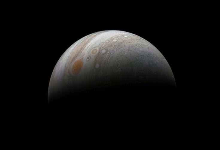 La Grande Macchia Rossa di Giove ripresa dalla Junocam ed elaborata all'interno del progetto di #citizenscience che, tra l'altro, permette di accedere alle magnifiche immagini grezze riprese dalla NASA's Juno Mission to Jupiter per l'elaborazione. Come questa, dell'11 dicembre scorso, elaborata da Roman Tkachenko. Al link i dettagli!