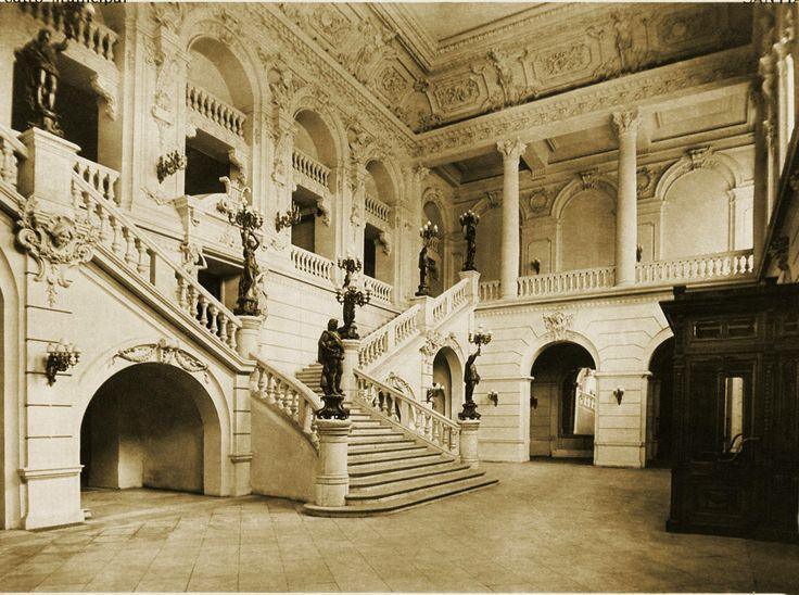 Teatro Municipal de Santiago - Foyer de Agustinas con la antigua escalera. (Imagen publicada en el álbum fotográfico Chile al día, en 1916)