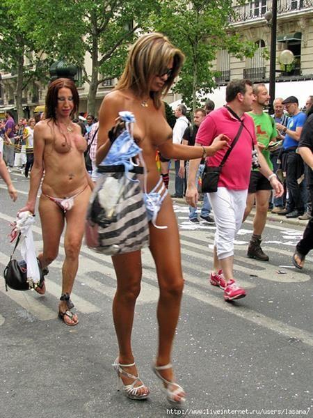Транссексуалы в женском платье