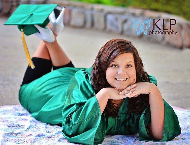 61 best Photo Sessions - Senior Grad Cap & Gown images on ...