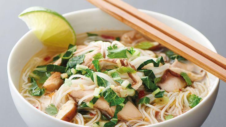 Recette et commentaires pour le pot-au-feu chinois au poulet et aux champignons – Remplissez votre congélateur de cette soupe au poulet inspirée du pot-au-feu chinois, que vous pouvez avoir comme délicieux souper fait maison en un rien de temps.