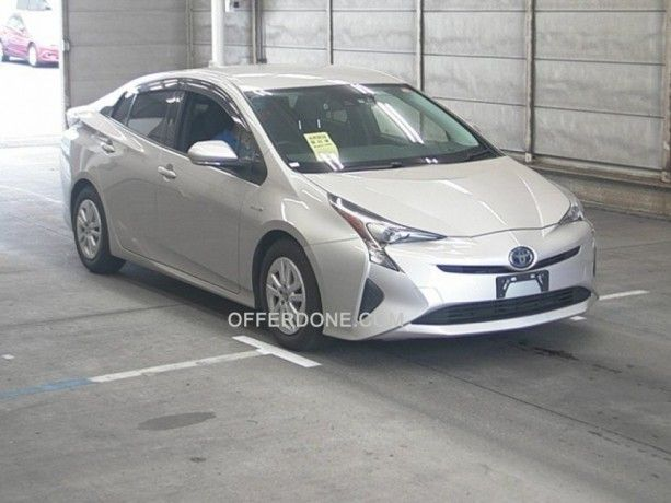 Toyota Prius Zvw50 Apr 2016 For Sale In Pakistan 1 8s Silver At