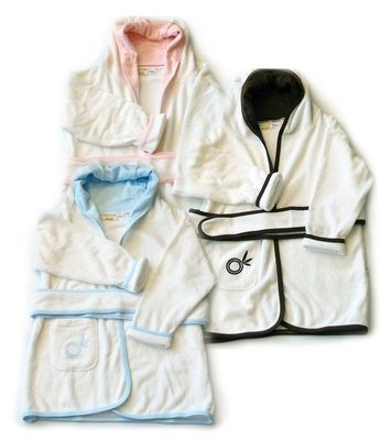 A bamboo bathrobe designed for children aged 2 to 4 years. The kids' bathrobes feature a hood, pocket and tie belt. A blend of 70% bamboo fibre and 30% cotton makes the robe incredibly absorbent as well as super snuggly and soft. Young, active children can easily pop this bathrobe on themselves, whether they're fresh out of the bath or in their pyjamas.