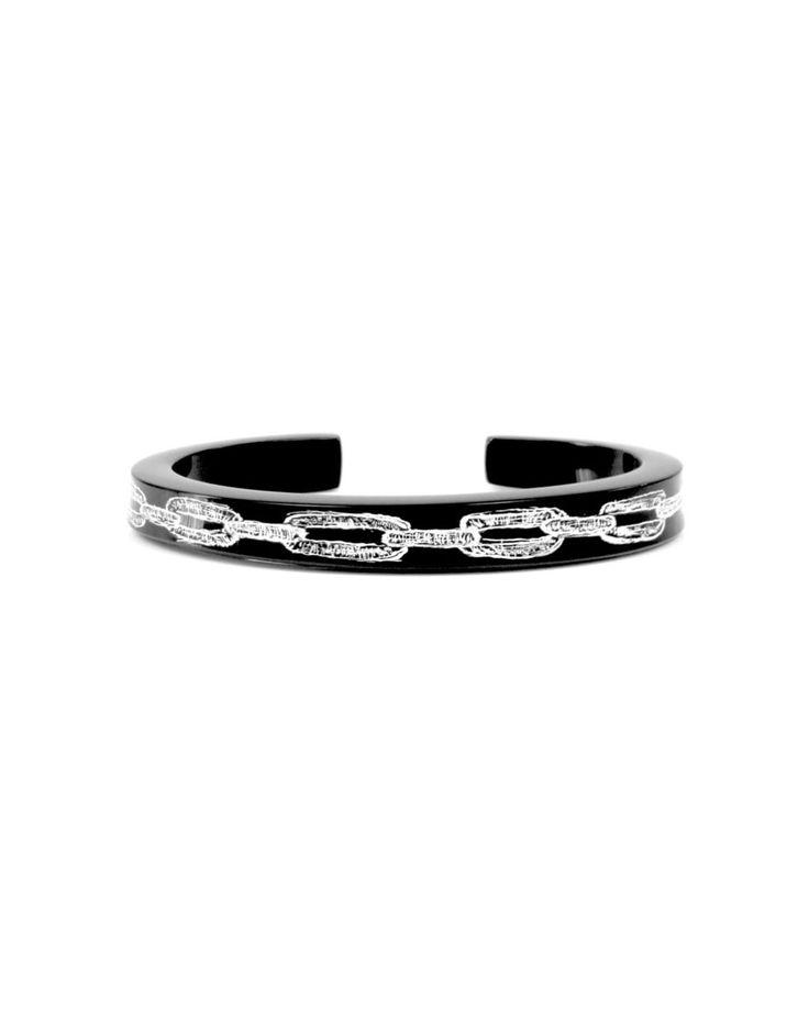 #Pulseira tipo #cuff #Corrente. Acrílico cast gravado e finalizado à mão. E M P R O M O na lj virtual, visite :) #pulseirismo #joias #jewelry #menstyle #chain #hautebijoux #hautejewelry #menjewelry #menstyle #joiasmasculinas #acessórios #still #fotografiadeproduto #pulseiraclássica #bangle #newjewelry #joiadeartista #sp #handmade #mensfashion #streetfashion #gayjewelry #classicbangle