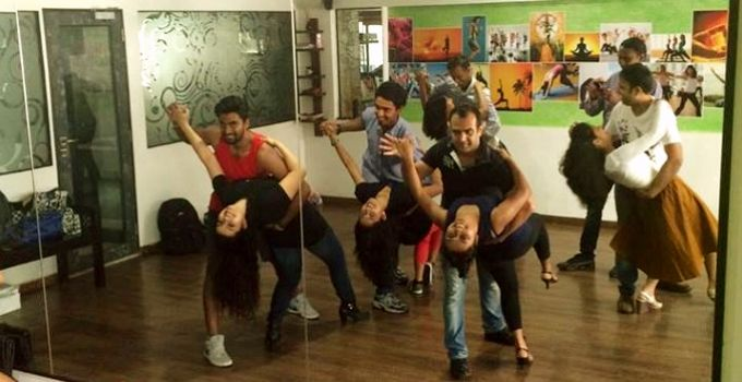 Fast Forward Dance Studio is an acclaimedDance Academy Based in Mumbai. An experienced Dance Academy spread out in Bandra, Studio Balance, Powai, Goregaon West and Malad.