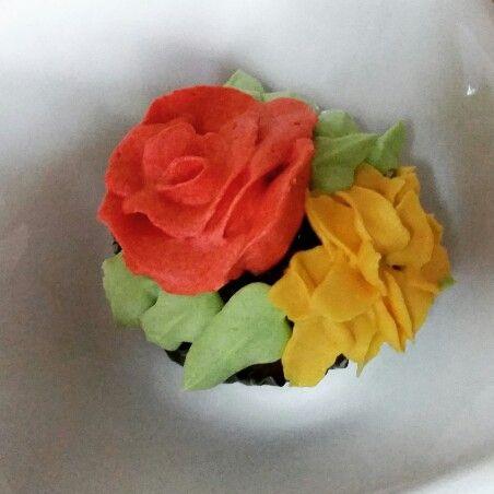 #Chocolate #cupcake #buttercream #flowers