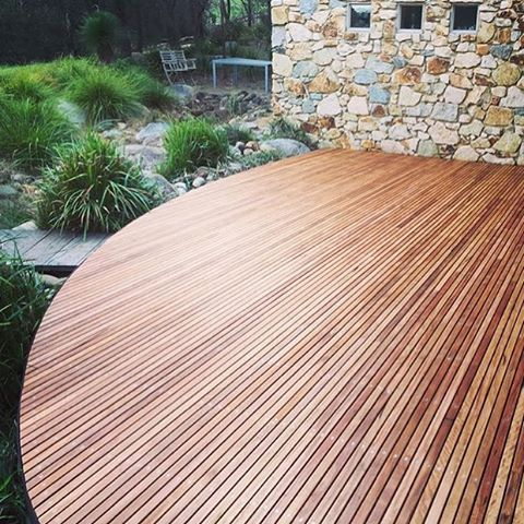 Curve Deck #timber #blackbutt #decks @wisconconstructions
