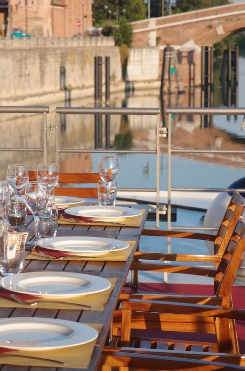 Wide cabins, large #restaurant with #italian cuisine and two sundecks to enjoy your river #cruise along Po river and on the #Venice Lagoon.