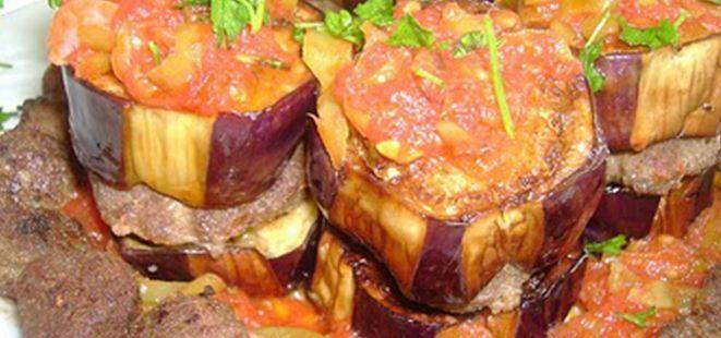 Bu akşam paşalara layık bir sofra hazırlamak isteyenler için Patlıcanlı Paşa Kebabı tarifi    #lezzetli #kebap  http://www.yemekhaberleri.com/patlicanli-pasa-kebabi/