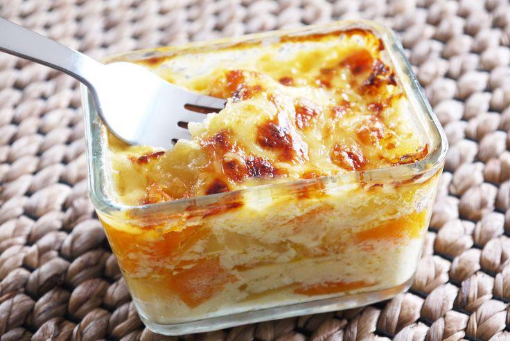 Gratin fondant aux 3 P (patate douce, pomme de terre, pomme-fruit) Moelleux, fondant, légèrement croustillant et doré en surface... ce gratin de pommes de terre, de patates douces et de pommes façon 'dauphinois' est délicieusement surprenant. Subtilement sucré et fondant à souhait, c'est juste un vrai Bonheur pour les papilles de bébé. Un plaisir simple... à partager en famille !