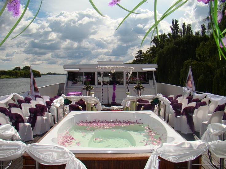 Wedding aboard the Spirit of Jen the biggest and most luxurious River Cruiser on the Vaal River.