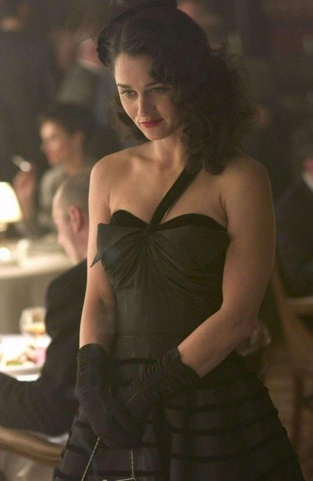 robin-tunney-star-as-leonore-lemmon-in-focus-features-hollywoodland-1208748792.jpg (450×690)