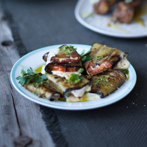 The Beer Countryguysand Crush Online Magazine,bring us their Summer Daze spread that features some mouth-watering, sumptuous dishes using NoMU products. Styled by the talented Caro Gardener, Karl and Greg's summer-infused recipes are the perfect dishes to inspire you this sunny season. These