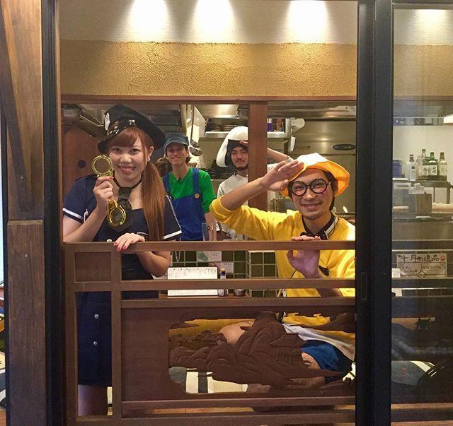 . ハッピーハロウィン!!👻🎃 . こんばんは!!牛タンいろ葉別邸です!🐮🐮 . 本日はハロウィン!!!スタッフみんなで仮装しています!!!😜 . 是非是非お越しくださいませ😆💞💞 . #stovesmarket #ほぼ新宿のれん街 #牛タンいろ葉別邸 #牛タン #おでん #代々木 #新宿 #渋谷 #原宿 #yoyogi #shinjuku #shibuya #harajuku #肉 #酒 #beer #l4l #like4like #instagood #instagram #instalike #happyhalloween #ハロウィン #halloween #ハロウィン仮装 #マリオ #ルイージ #おにぎり #幼稚園児 #ポリス