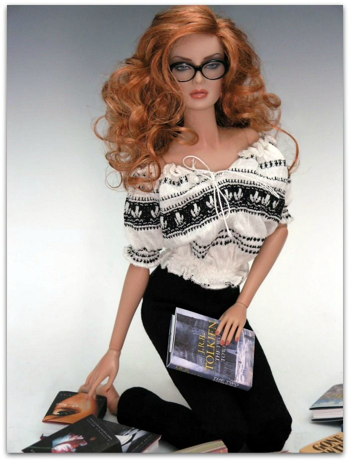 Sweetie, if ever there was a perfect doll for you. I think this would be the one :-) Love the glasses. <3 <3 <3
