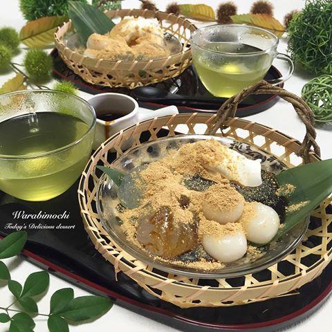 . ハワイに行くお友達が 使わなくなった食器を持って来て くれたので、お礼におもてなし🍵💕 . ✿ #わらび餅 ✿ #白玉団子 ✿ バニラアイス . きなこと黒みつたーっぷりかけて いただきます🙏❤️ . わらび餅めっちゃ簡単で そーと美味しい💕また作ろっと。 . #デザート #白玉 #和食 #和風 #カフェ #おうちごはん #クッキングラム #デリスタグラマー #おうちカフェ #料理 #料理写真 #手料理#delicious #LIN_stagrammer #instafood #yummy #kitakyushu #fukuoka #cookingram #cooking #foodphoto #foodpic  #eat
