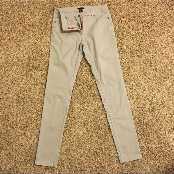 "H&M Khaki skinny jeans Stretchy khaki skinny jeans from H&M. Worn once and in excellent condition. 30"" inseam. Comes from a smoke free home. H&M Jeans Skinny"
