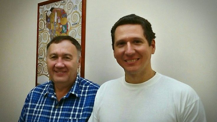 Gyula and his oral surgeon Daniel after finishing his dental treatment at MDental