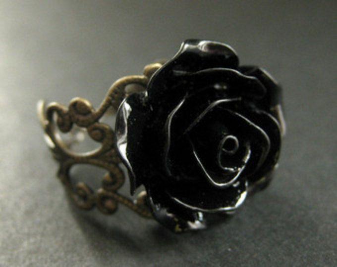 Anillo rosa negro. Anillo flor negra. Anillo de filigrana. Anillo ajustable. Joyería de la flor. Joyería hecha a mano.