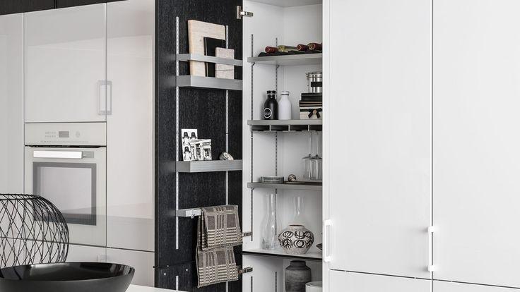 SieMatic MultiMatic - aménagement intérieur pour les meubles hauts et bas de cuisine. Aujourd'hui doté d'un design en aluminium, MultiMatic permet d'organiser les armoires de manière judicieuse et raffinée grâce aux espaces de rangement modulables.