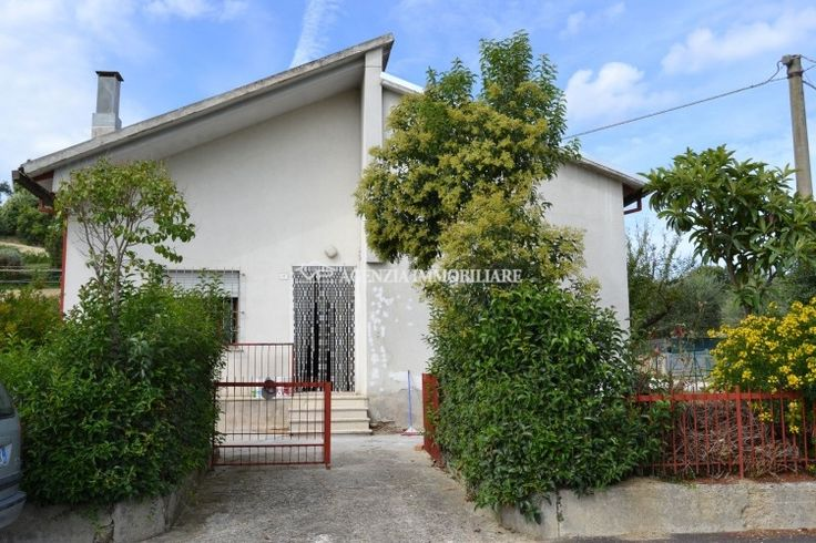 CASA WHITE  A pochi chilometri dal centro storico di San Lorenzo in Campo si vende casa indipendente di mq 150 suddivisa su 3 livelli. #houseforrent #VPITALY #immobiliare