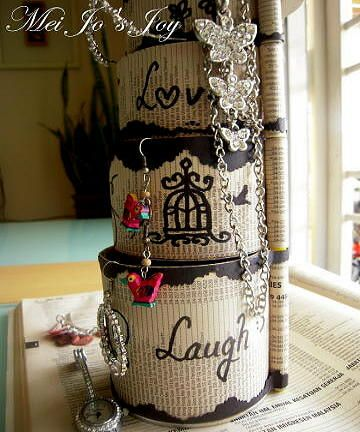 Reuse empty Pringles' tube for cute jewellery storage box with step by step tutorial, the tube is also been wrap and decorate with old pages from yellow page phone book