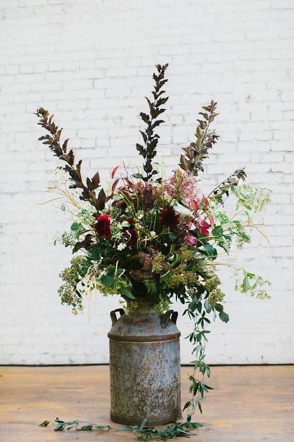 organic floral designs - photo by Hazelwood Photo http://ruffledblog.com/scottish-chic-wedding-in-portland