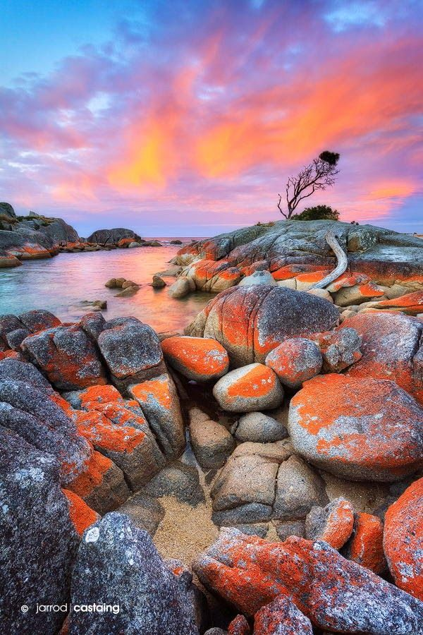 Sunset over the Bay of Fires at Binalong Bay, Tasmania, AU