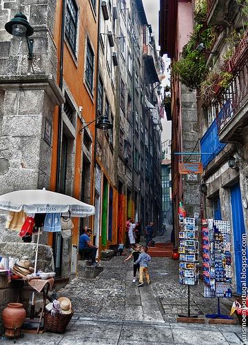 Ruas do Porto. Na Ribeira - Love this! Miss it!